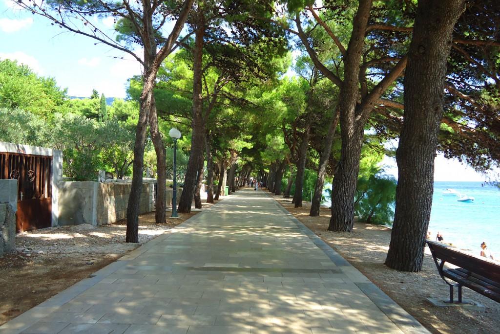 Promenade in town Bol
