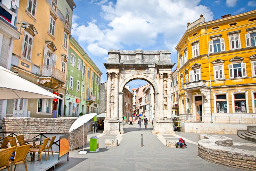 Things to do in Pula: Triumphal Arch of the Sergi – Golden Gate