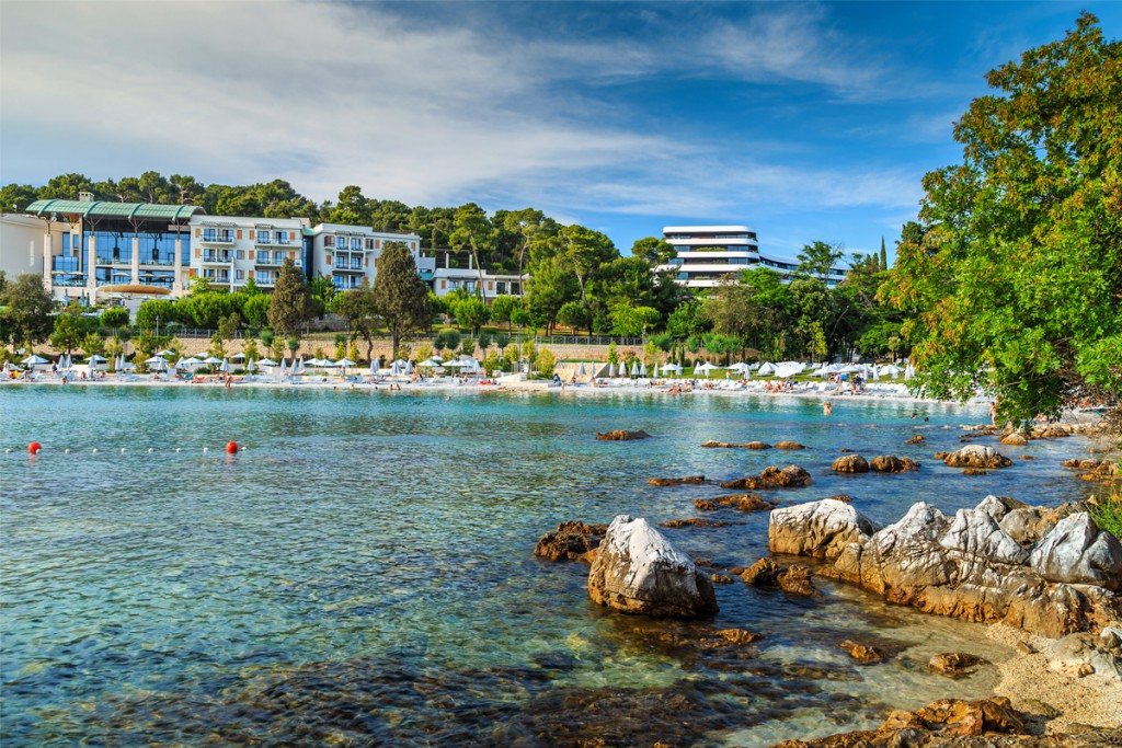 Beaches in Rovinj: the view to Lone Bay