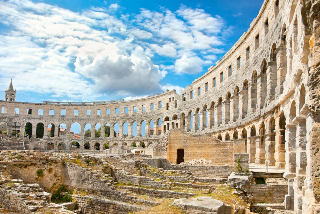 Day trips from Rovinj: visiting nearby ancient town Pula